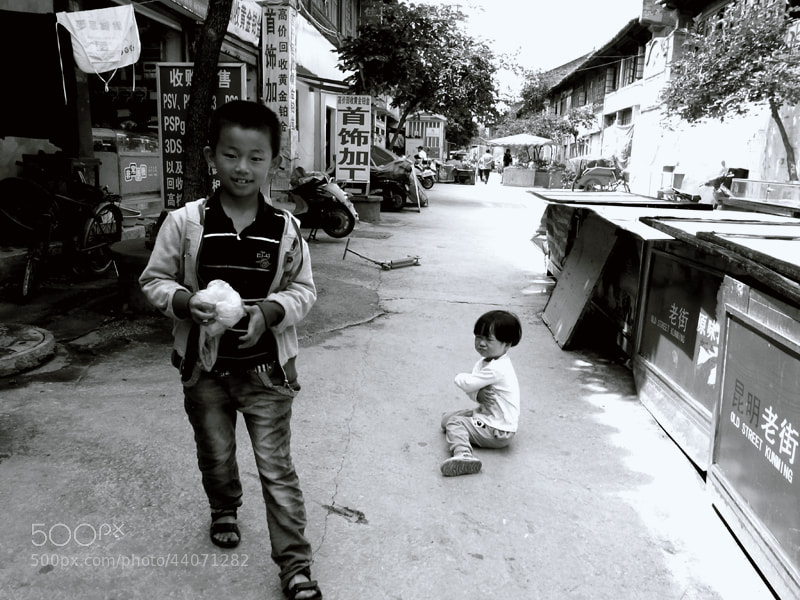 Photograph The brother and sister by Zhu RenYan on 500px