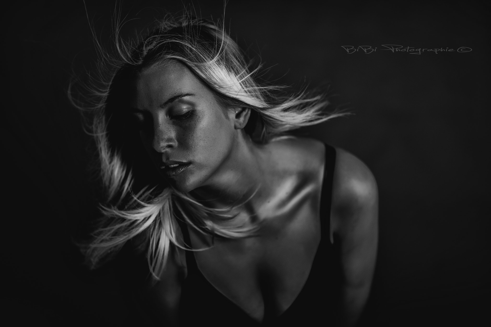 Photograph LaurA B/W by Vincent Haetty on 500px