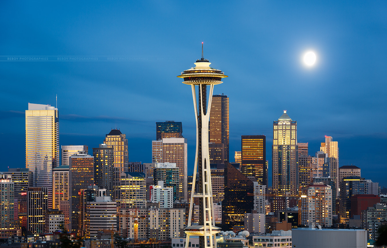 Photograph Moonrise over Seattle by Beboy Photographies on 500px