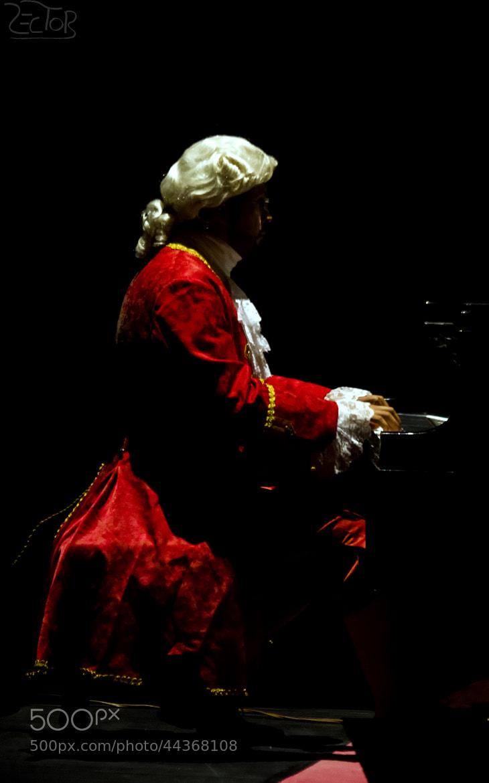 Photograph Piano Man by Héctor Gutiérrez on 500px