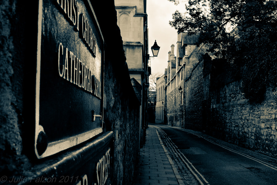 Another shot of Oxford. really liked the feeling of that alleyway.
