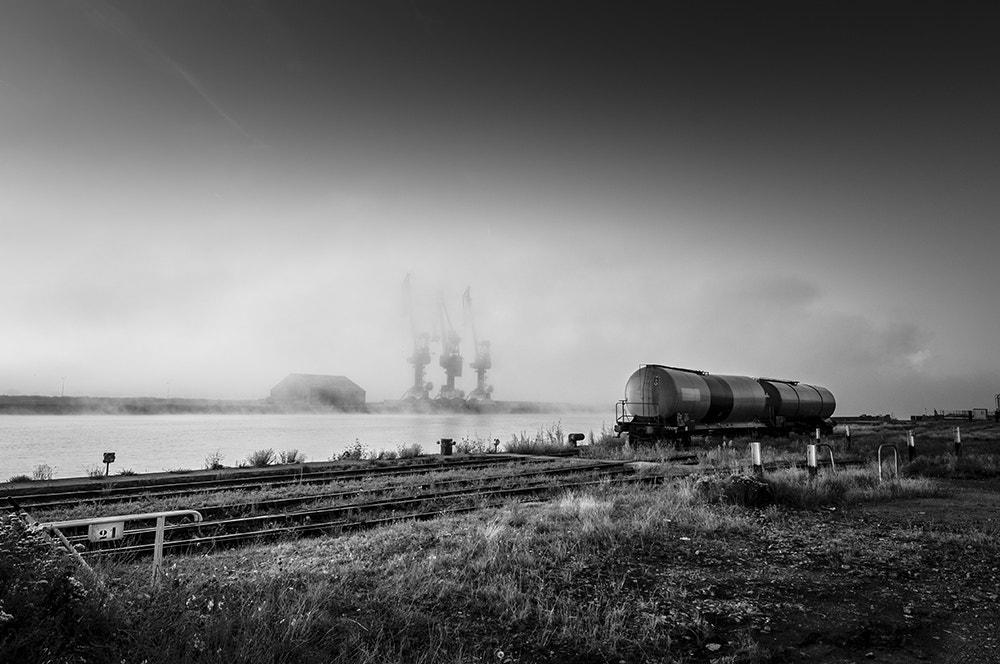 Photograph Two wagons and three cranes by Jean-Baptiste Darasco on 500px