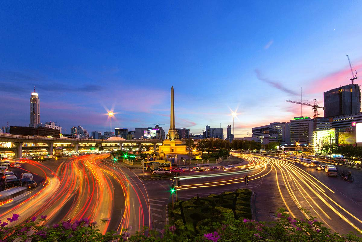 Photograph Victory Monument by Tanutpong Chaiyathammwat on 500px