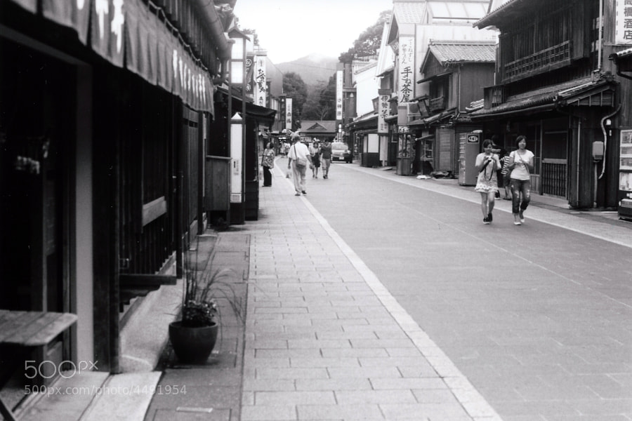 Near Ise Jingu, there is a traditional street called Oharaimachi, resembling old Kyoto. A grasp of the Edo Period.