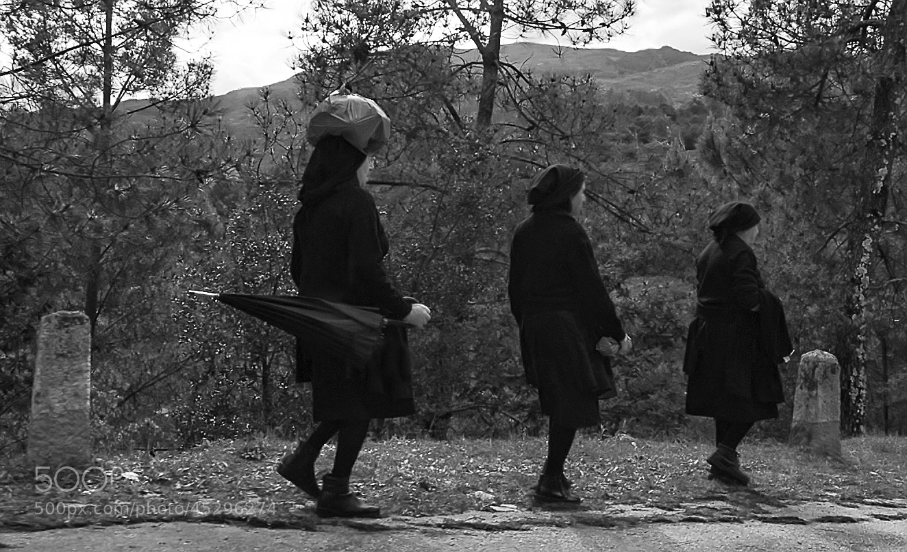 Photograph Women in mourning by Jorge Orfão on 500px