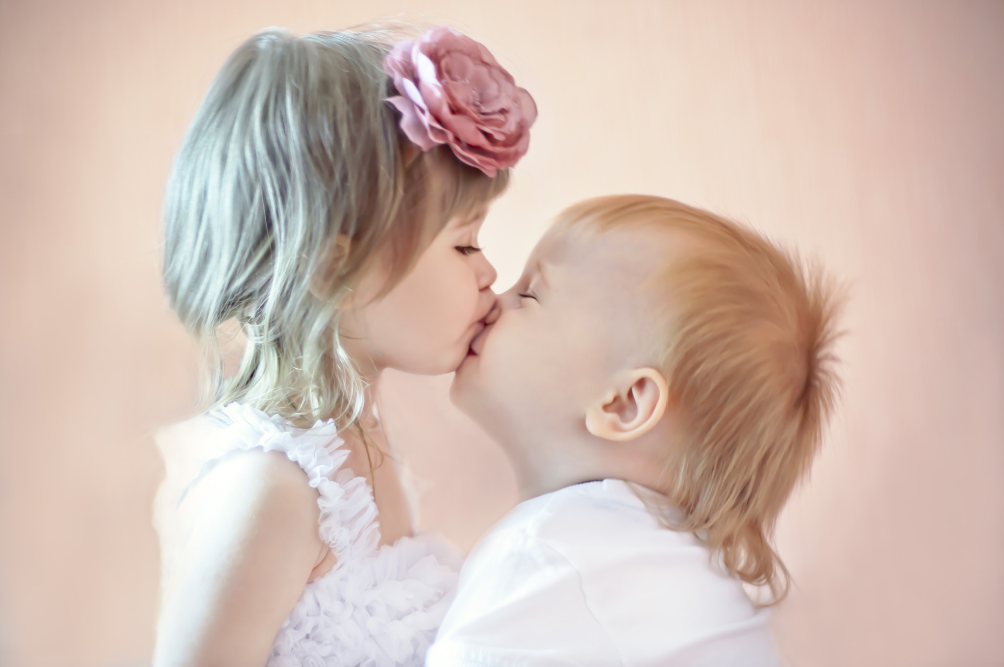 Photograph sweet kiss by Alyona  on 500px