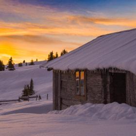 It is fire in the old cabin by Jørn Allan Pedersen on 500px.com