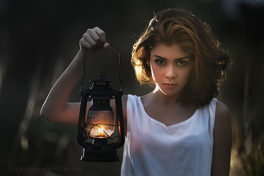 girl with lantern by Ivan Lee on 500px.com
