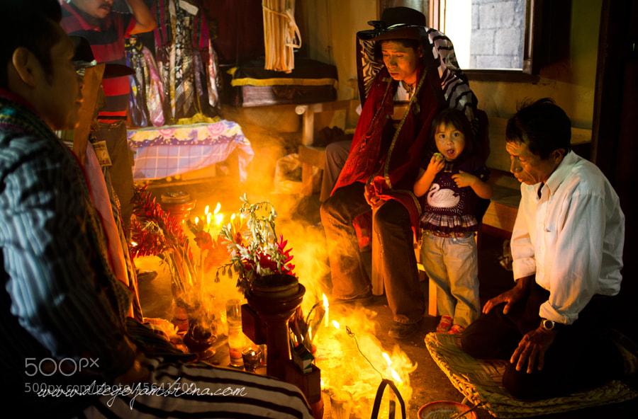 Ceremonia maya. Hablando con Maximón by Diego Jambrina on 500px.com