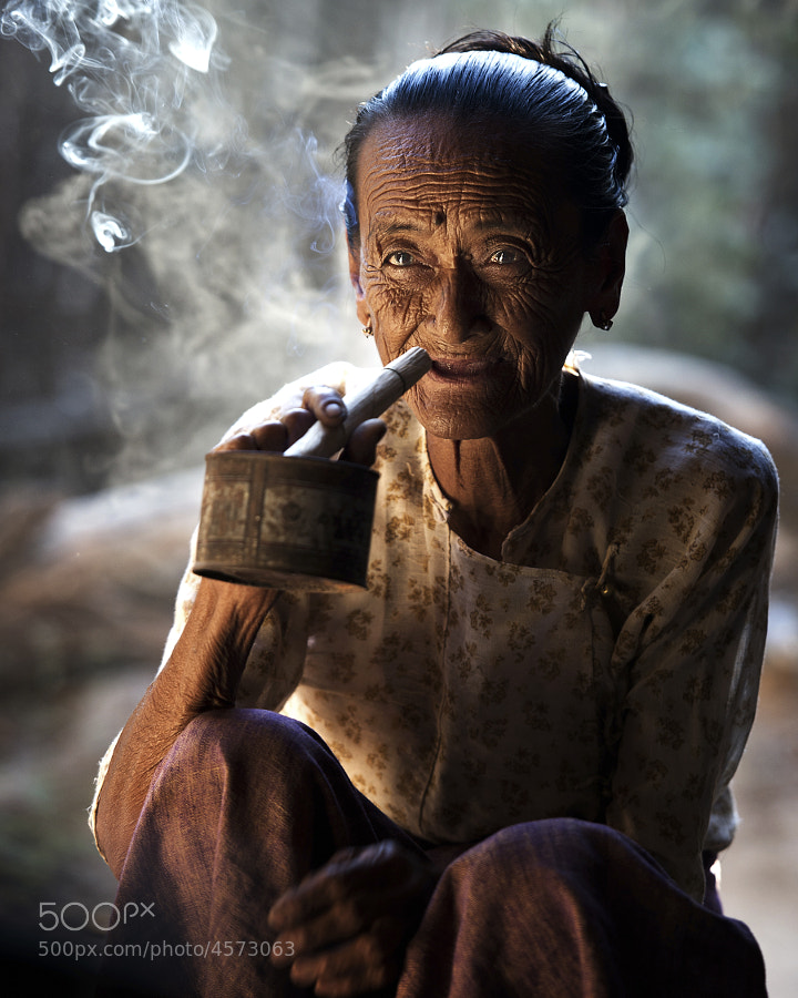 Cheroot Time - Small village in Myanmar