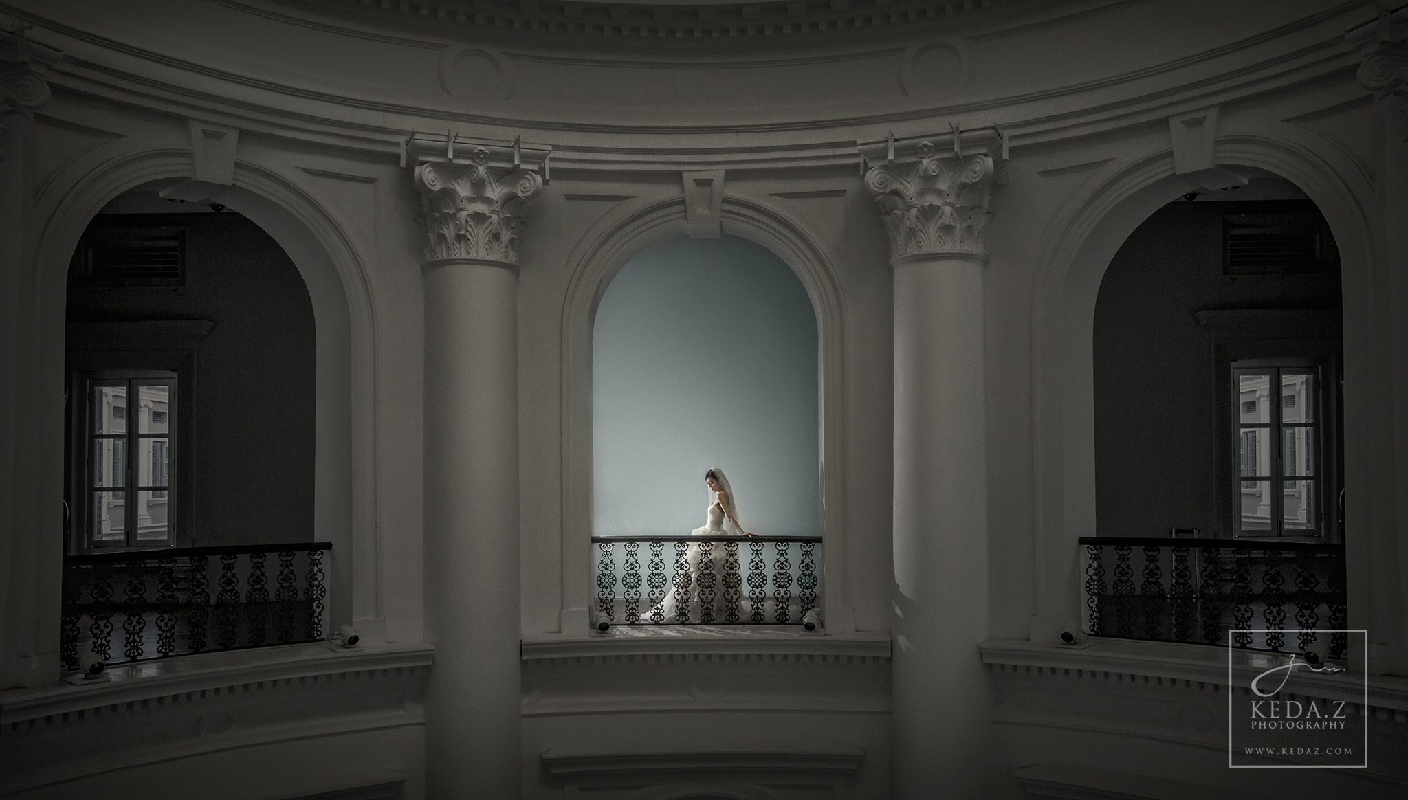 Photograph Bride alone in the Museum by Keda.Z Feng on 500px