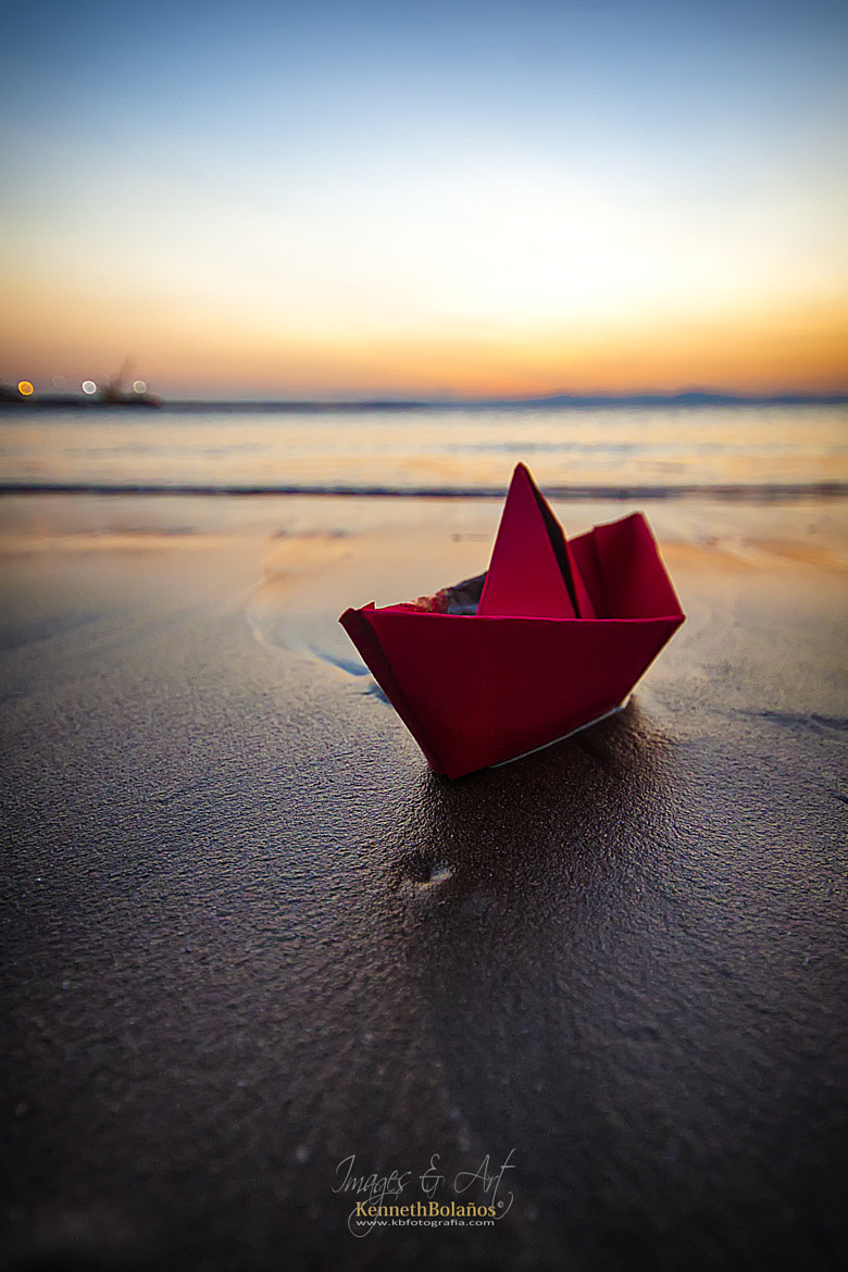 Photograph Little Red Boat by Kenneth Bolaños Bogantes on 500px