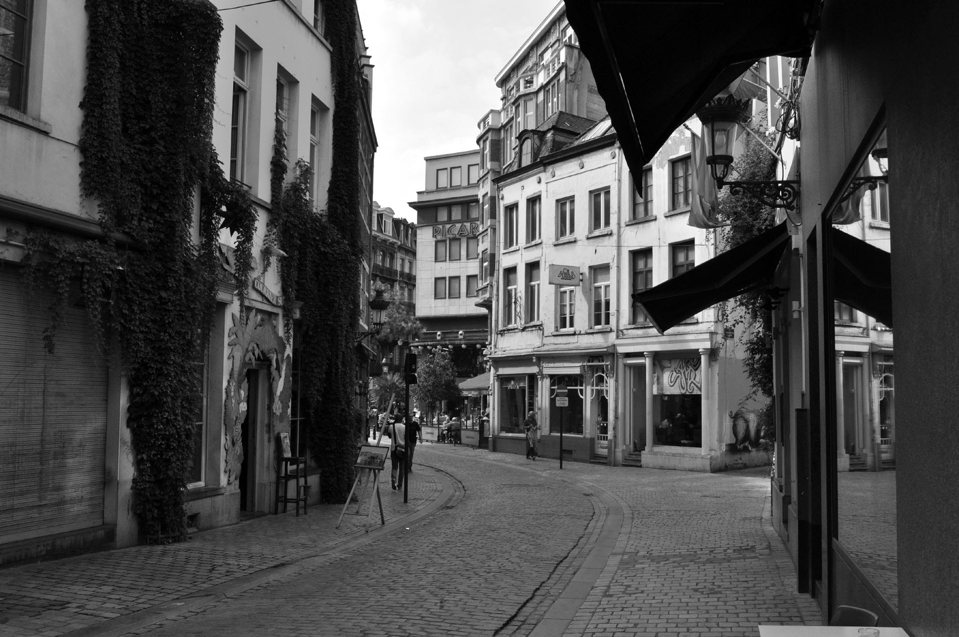 Photograph a deserted street by Joakim Chappel on 500px
