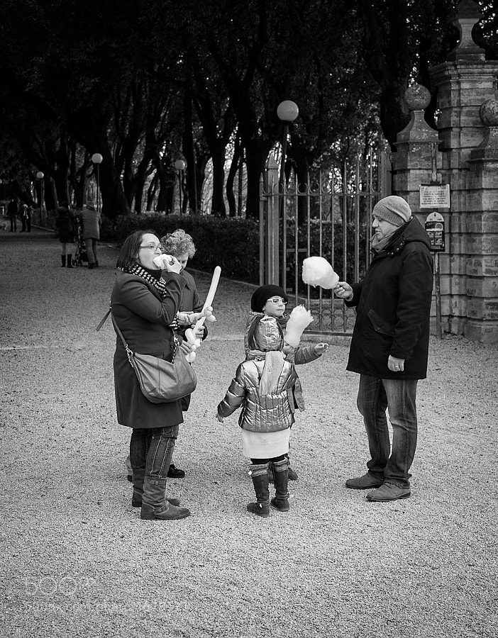 Family enjoys some candy floss on a day out