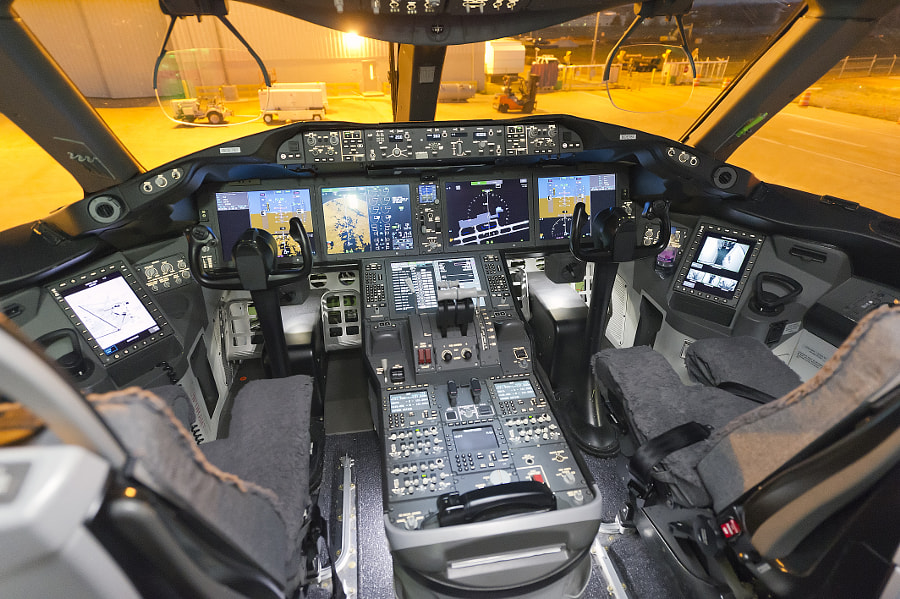 Boeing 787-8 DreamLiner's Flight Deck. The 787 is the first commercial airliner with HUD (heads up display) screens for the pilots.