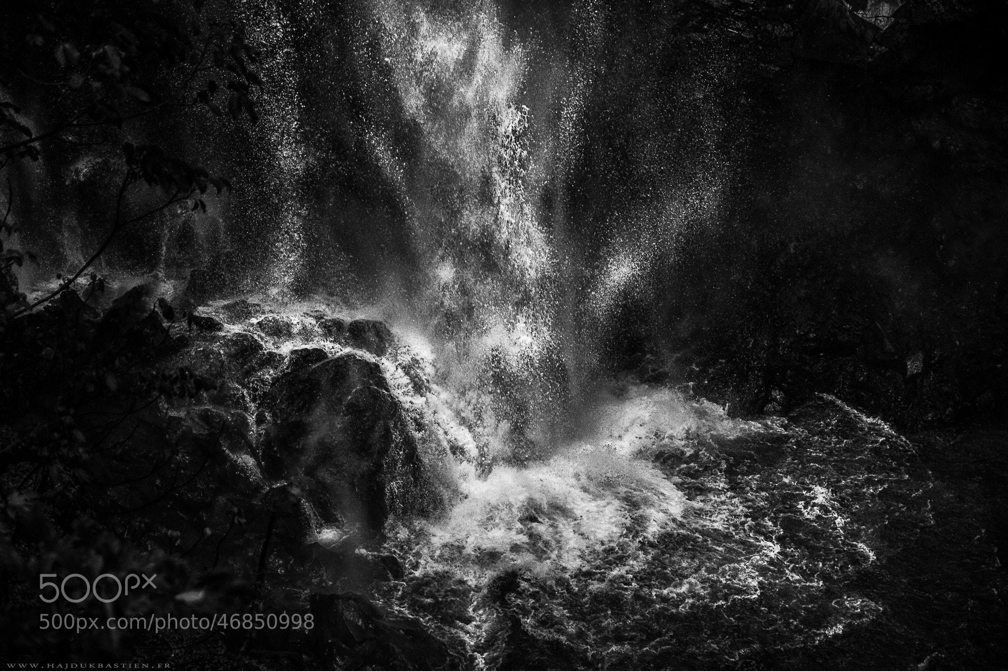 Photograph L'eau qui tombe à pic by Bastien HAJDUK on 500px