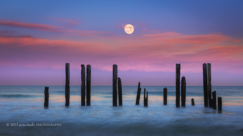 Photograph Supporting the moon by Dylan Toh  & Marianne Lim on 500px