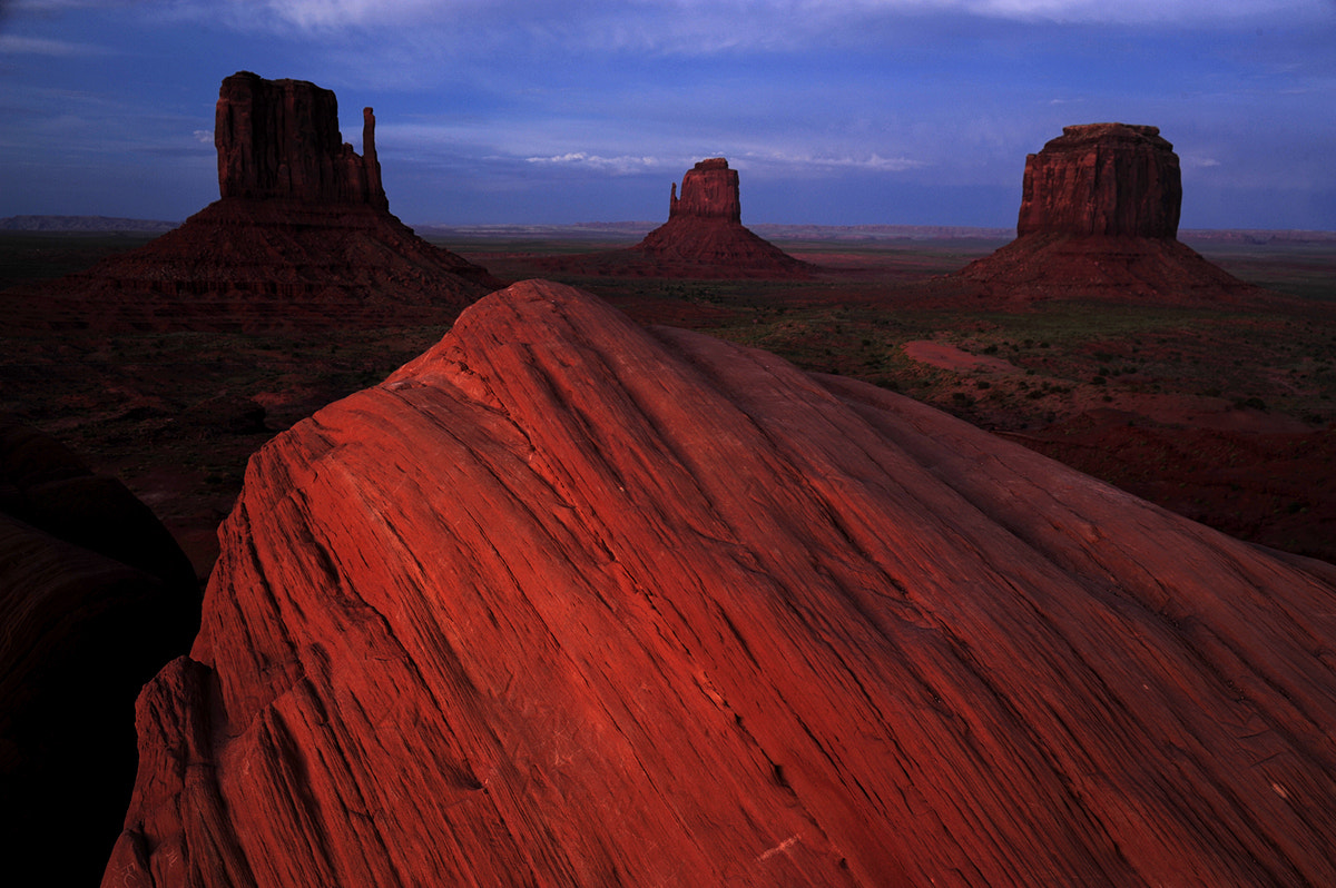 Photograph Last light over Monument Valley by Michael Hubrich on 500px