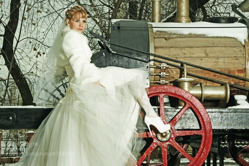 Photograph bride on the train by Tany Taylor on 500px