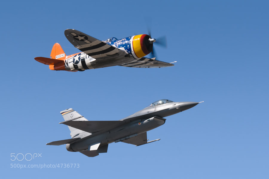P-47 Thunderbolt & F-16 Viper East together for the Heritage Flight