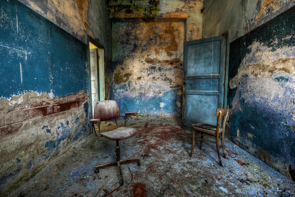 Photograph The blue room (abandoned psychiatric hospital) by Alessandro Sicco on 500px