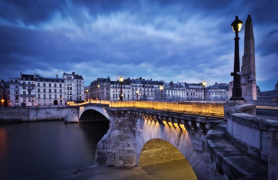 Pont de la Tournelle at night