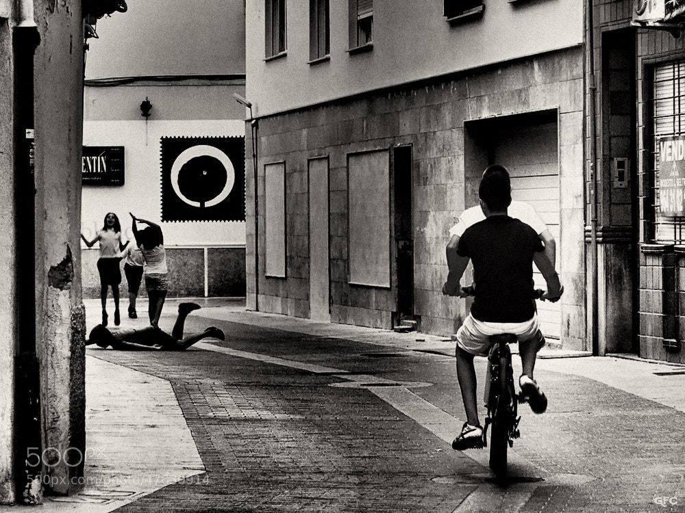 Photograph Juegos de calle by Gemma  on 500px