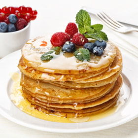 pancakes! with berries and honey! by Natalia Lisovskaya (l-i-s-k-a) on 500px.com