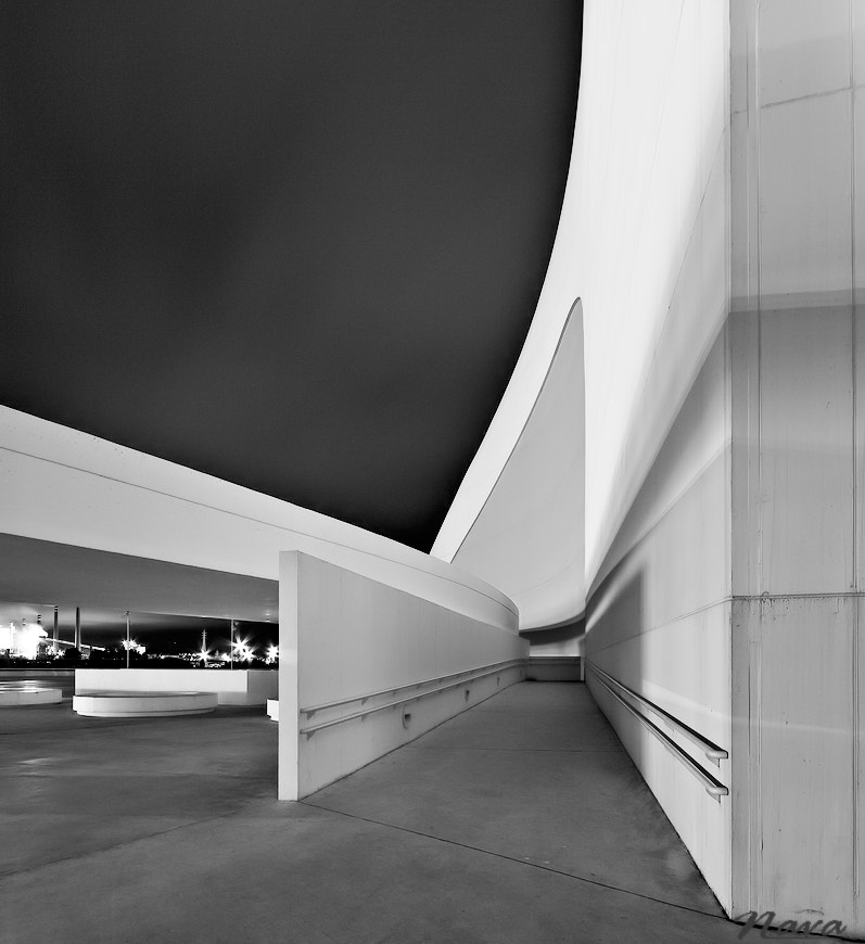 Photograph Escape to the past. Niemeyer center by Antonio Muñoz on 500px