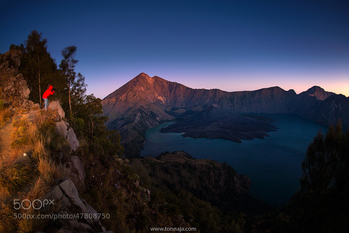 Photograph On the crater rim by Tonnaja Anan Charoenkal on 500px