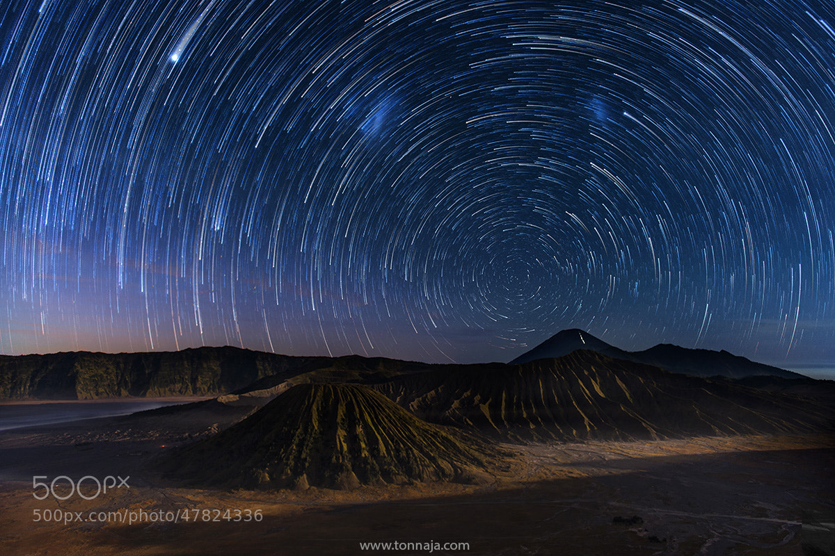 Photograph Startrail of the volcano by Tonnaja Anan Charoenkal on 500px