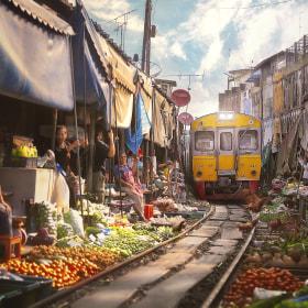 Bangkok Train juicer by paul sarawak on 500px.com