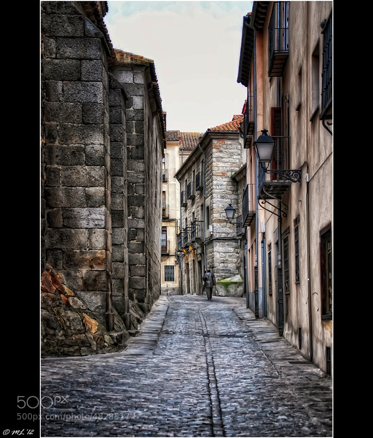 Photograph Una calle de la ciudad de Avila (España) / A street in the city of Avila (Spain) by Manuel Lancha on 500px