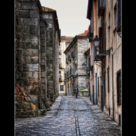 Una calle de la ciudad de Avila (España) / A street in the city of Avila (Spain) by Manuel Lancha (ManuelLancha)) on 500px.com
