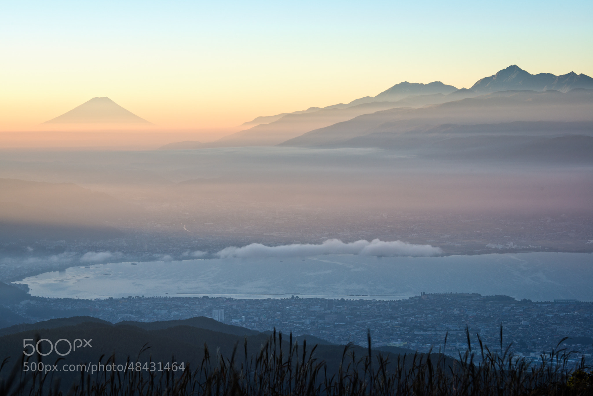 Photograph Morning light at 5:55am by Hidetoshi Kikuchi on 500px