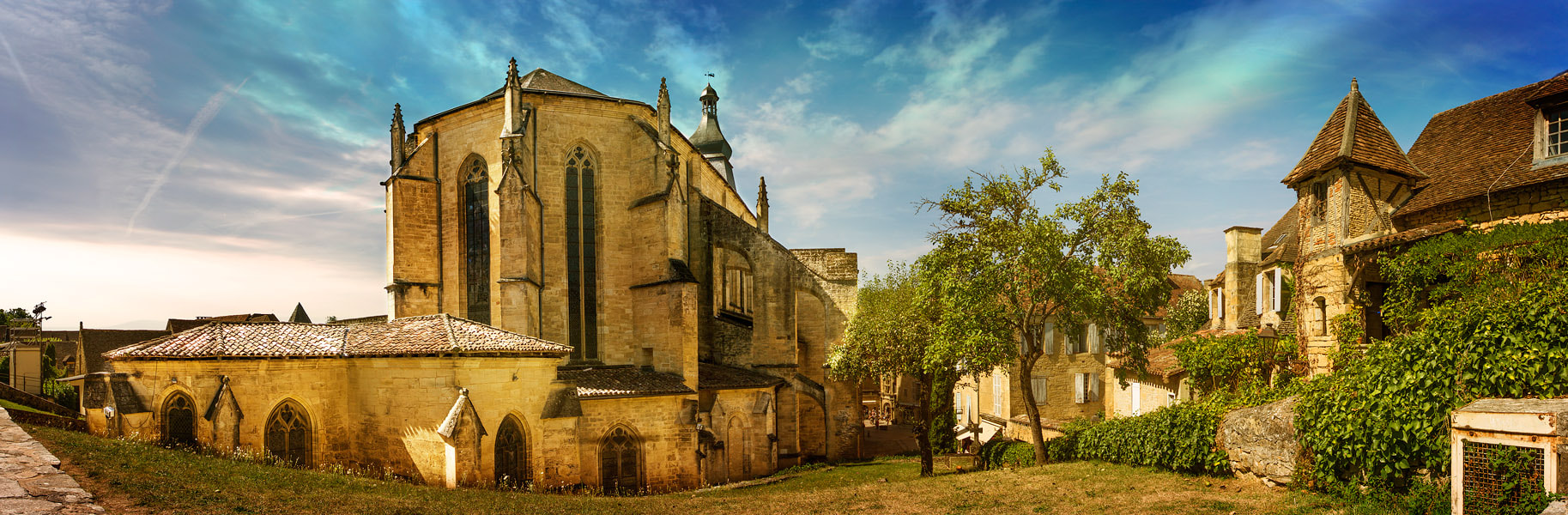 Photograph Cathédrale Saint-Sacerdos de Sarlat by PolTergejst  on 500px