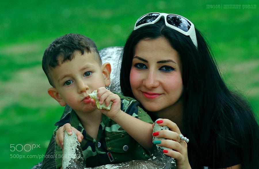 """children by Mehmet Çoban on 500px.com"""" border=""""0"""" style=""""margin: 0 0 5px 0;"""