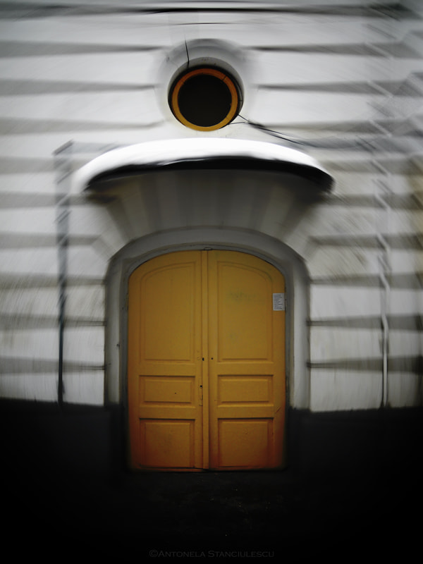 Photograph The yellow door by Anto Banto on 500px