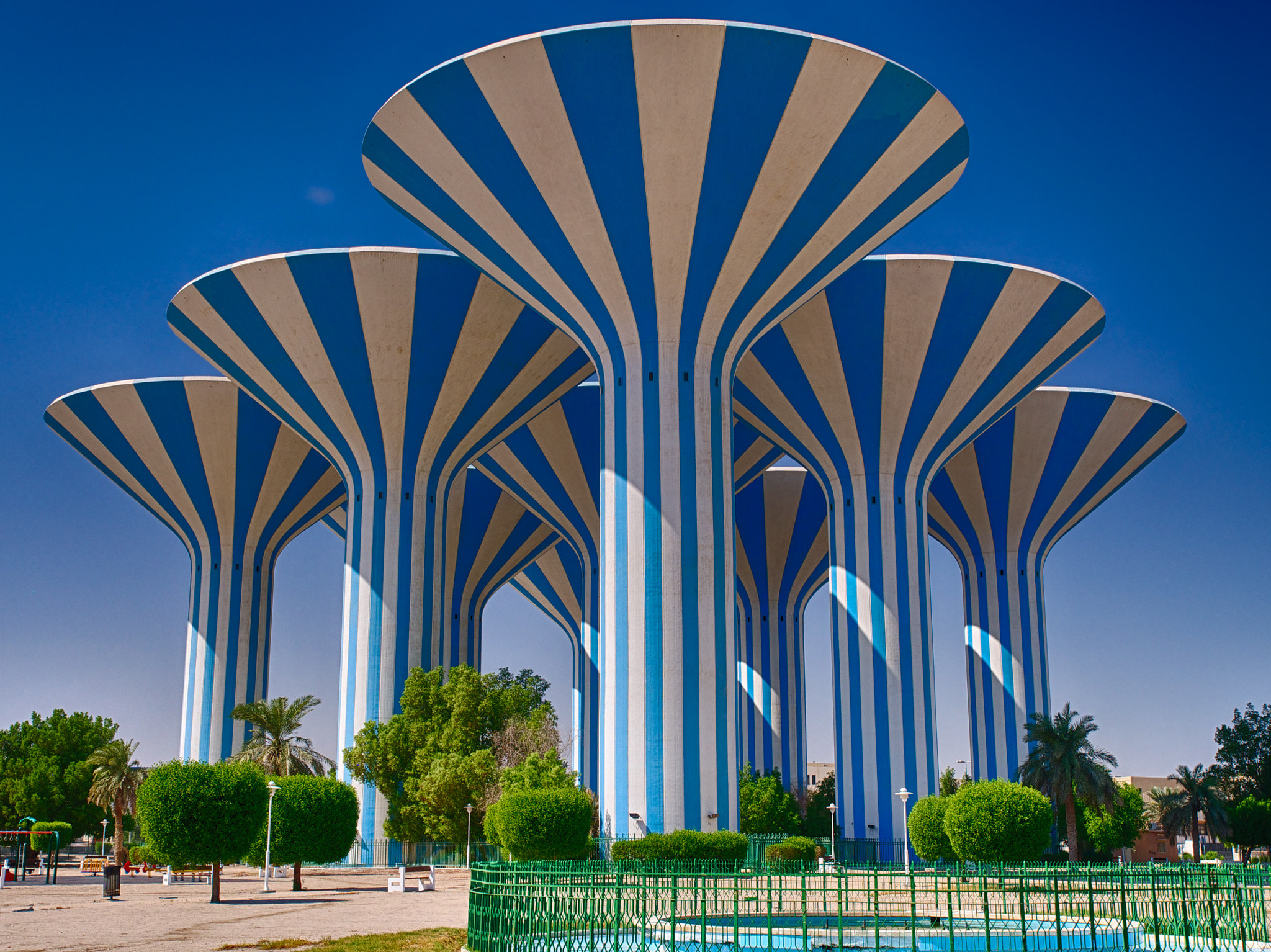 The Neverland Journey (part II): Salmiya dan Tempat ... All Sizes Water Towers Kuwait Photos