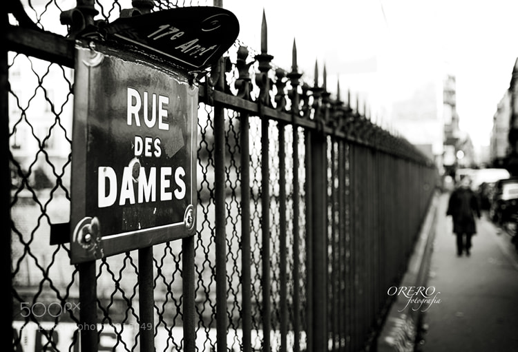 Photograph Rue Dames, Paris by Manuel Orero on 500px