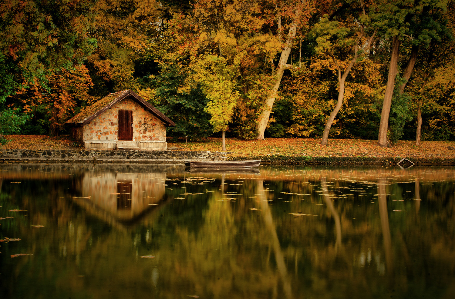 Photograph small lakeside house by Andy 58 on 500px