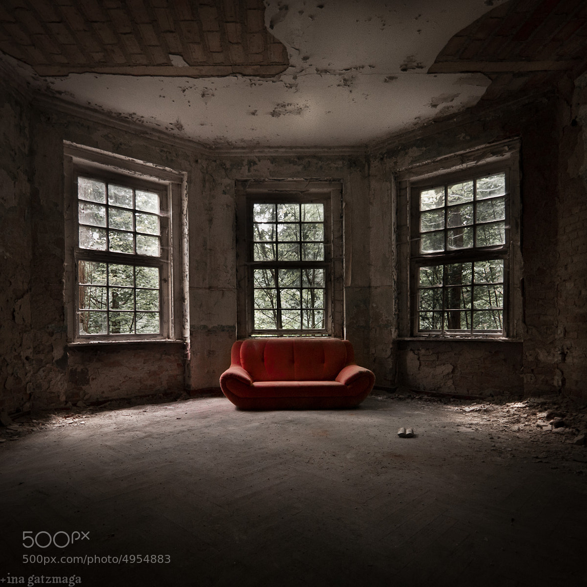 Photograph the red sofa by Ina Gat on 500px