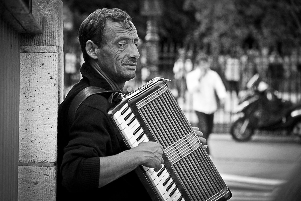Photograph The accordionist   by VuThéara Kham on 500px