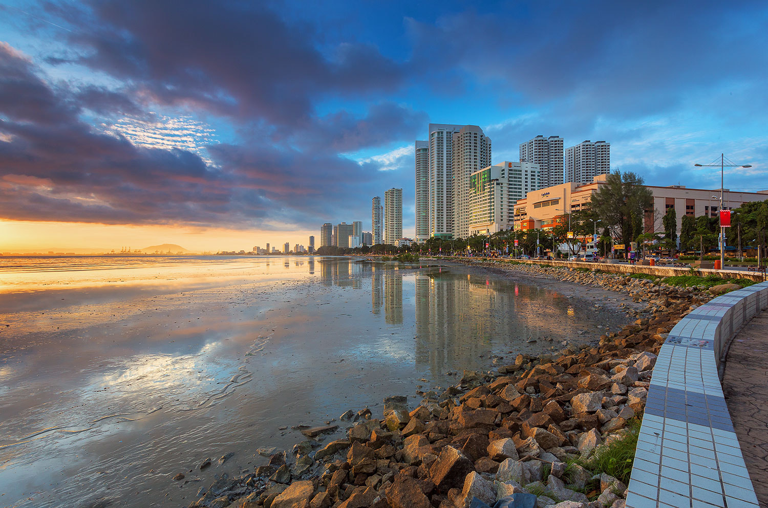 Photograph Gurney Drive by Suhaimi Hassan on 500px