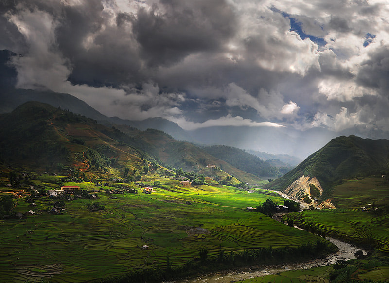 Photograph Light against Tavan by Weerapong Chaipuck on 500px