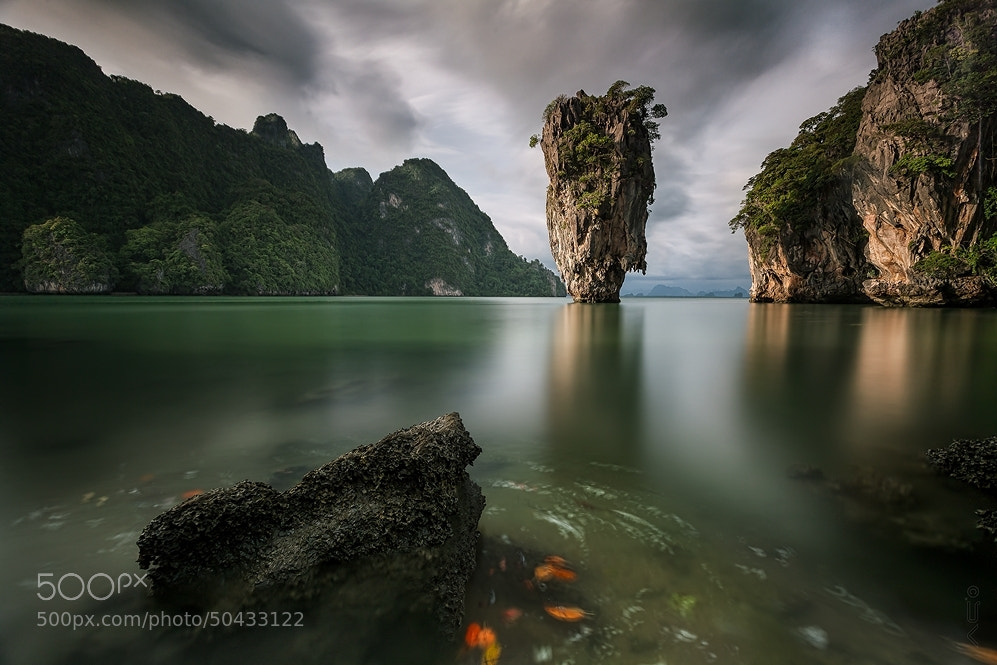 james bond island thailand ocean sea water floating cliff reflection 007