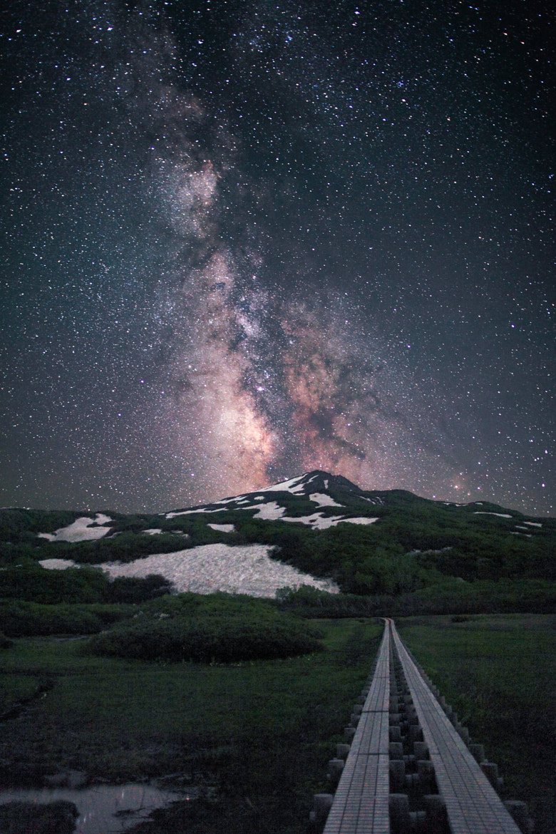 Photograph Milky way above the Mt. Chōkai by Noriko Tabuchi on 500px