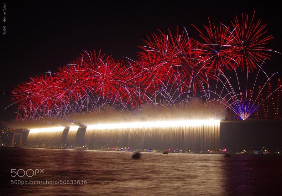 "fireworks show by Mehmet Çoban on 500px.com"" border=""0"" style=""margin: 0 0 5px 0;"