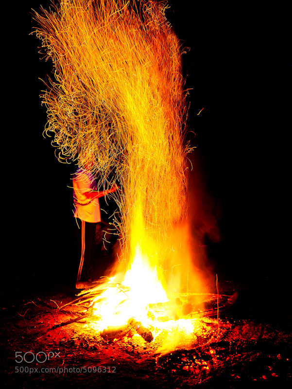 Photograph Playing with fire! by raz has on 500px
