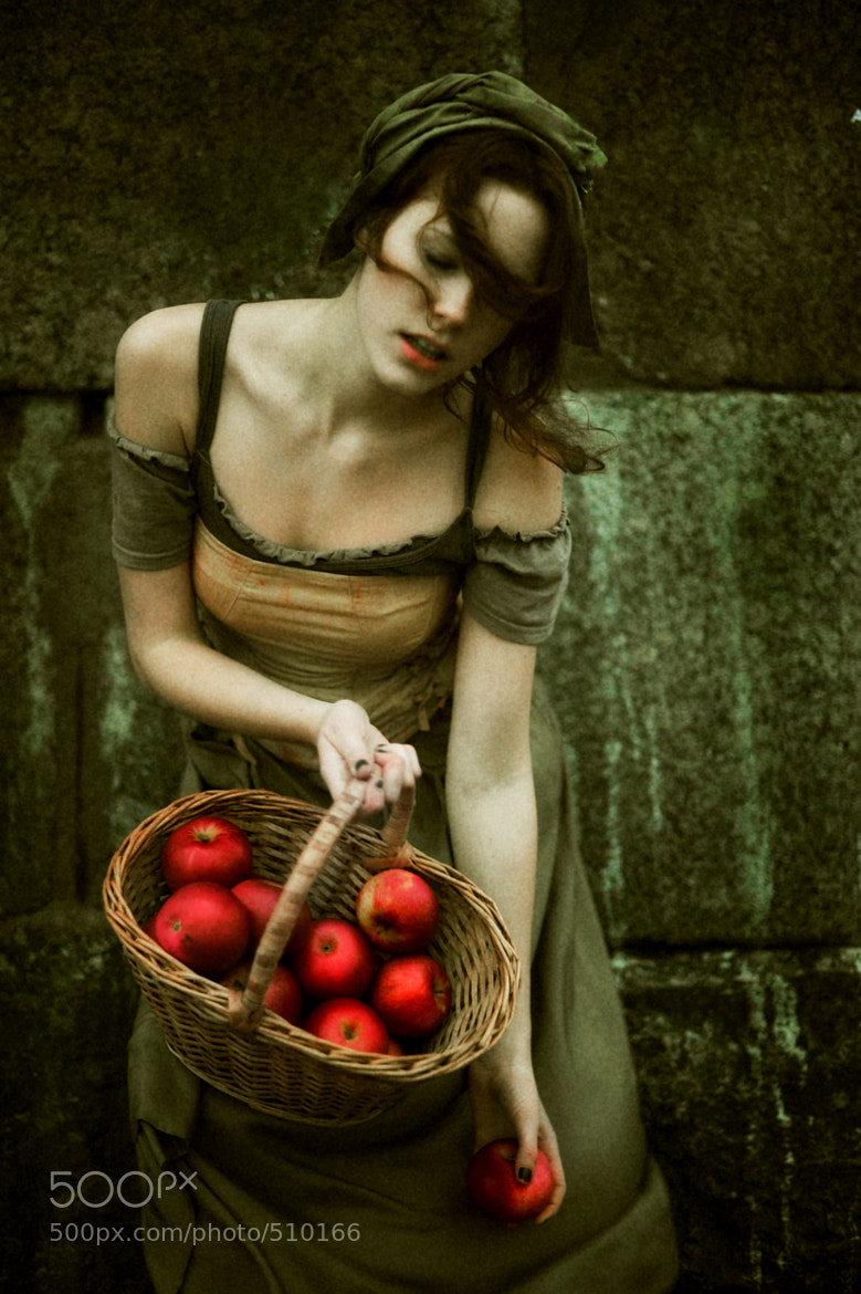 Photograph GIRL with apple by Лариса Мятлик  on 500px